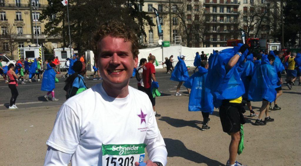 Tim Stok rent Marathon van Parijs voor zijn nichtje Aniek
