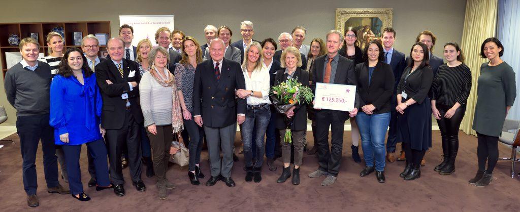 Cheque-uitreiking 2017: €125.250 aan het Antoni van Leeuwenhoek Ziekenhuis!